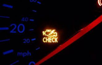 Este bine sa conduceti cu martorul Check Engine aprins?