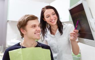 Practica dentara: Procese Automatizate vs. Manuale