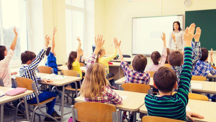 Cine isi poate inscrie copilul la o scoala privata?