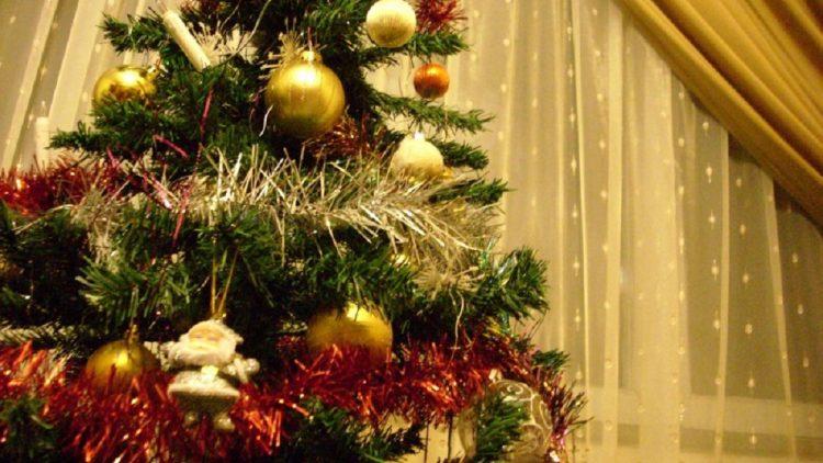 Cei mai frumosi brazi artificiali de Crăciun